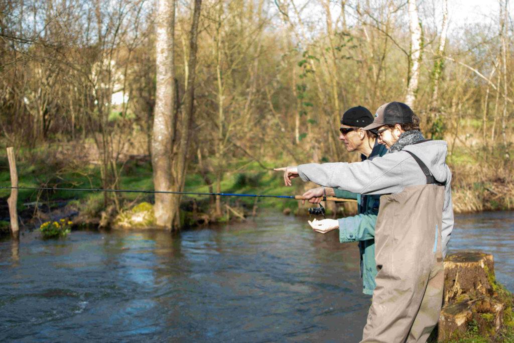 Situation de guidage en riviere a la recherche de farios sauvage