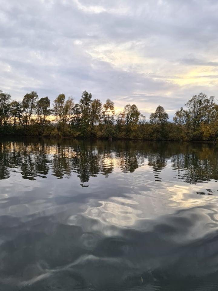 Un beau paysage durant une journée de pêche du brochet en etang dans la Marne